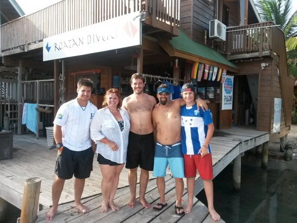 learn to dive Roatan divers